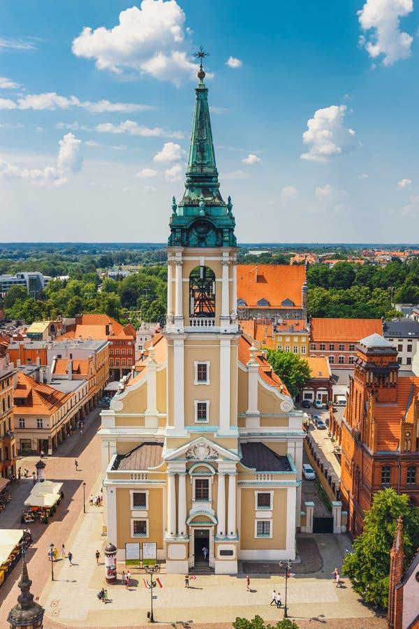 Flyg- sikt av historiska byggnader och tak i den polska medeltida staden Torun, Polen Torun är pet arkivbild