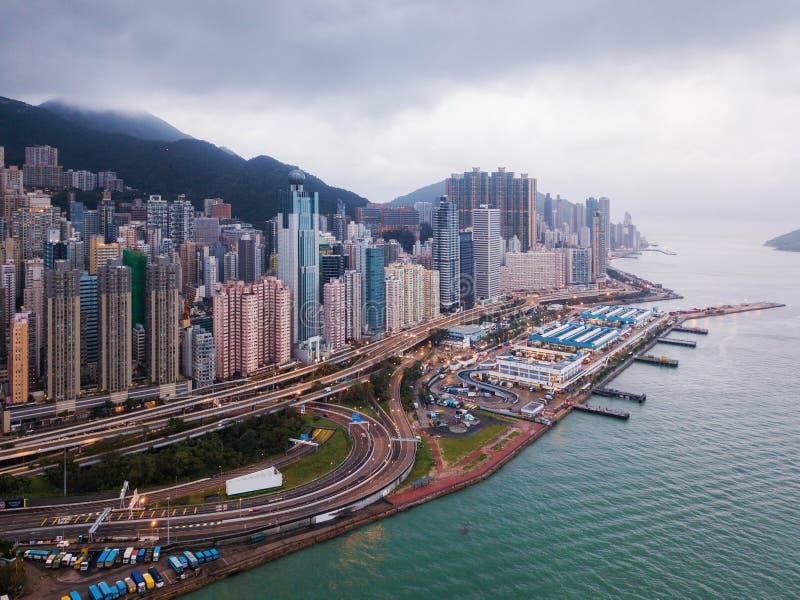 Flyg- sikt av Hong Kong Downtown och Victoria Harbour Financia royaltyfri bild