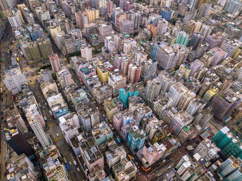 Flyg- sikt av Hong Kong lägenheter i cityscapebakgrund, Sha arkivbilder