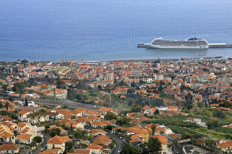 Flyg- sikt av huvudstad Funchal, ö madeira arkivbild