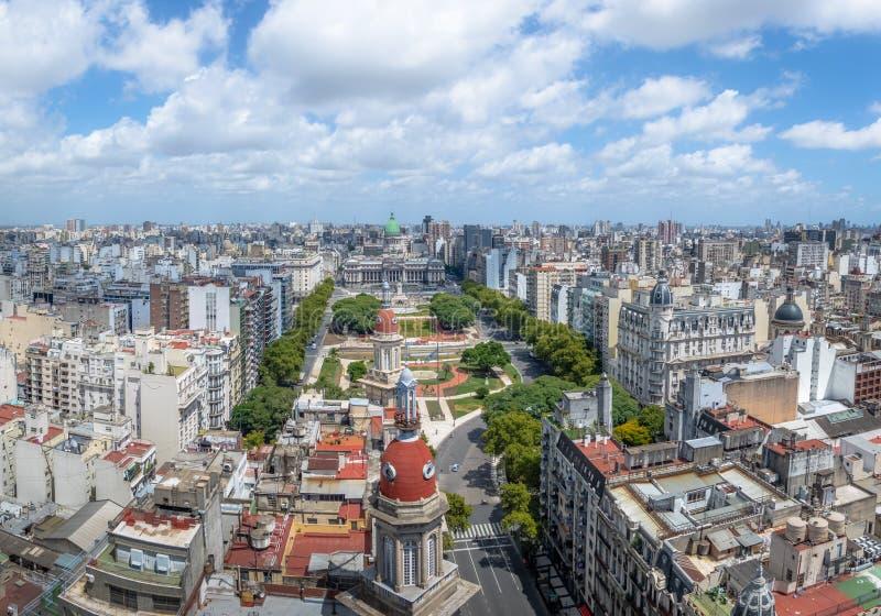 Flyg- sikt av i stadens centrum Buenos Aires och plazaen Congreso - Buenos Aires, Argentina royaltyfria bilder