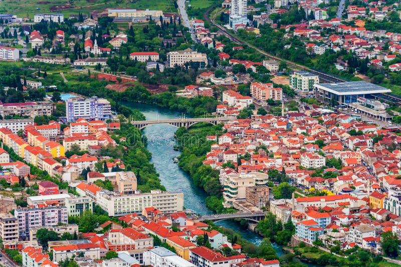 Flyg- sikt av i stadens centrum Mostar arkivfoton