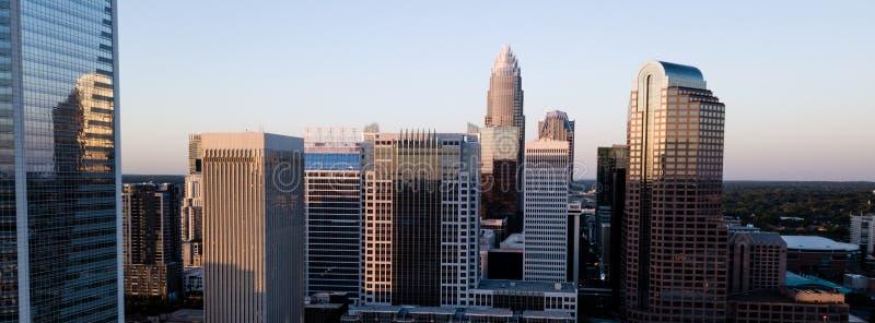 Flyg- sikt av i stadens centrum stadshorisont för valda byggnader av Charlotte royaltyfria bilder