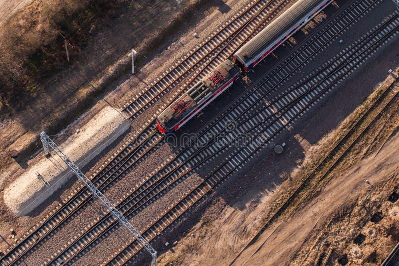 Flyg- sikt av järnvägsstationen arkivfoto
