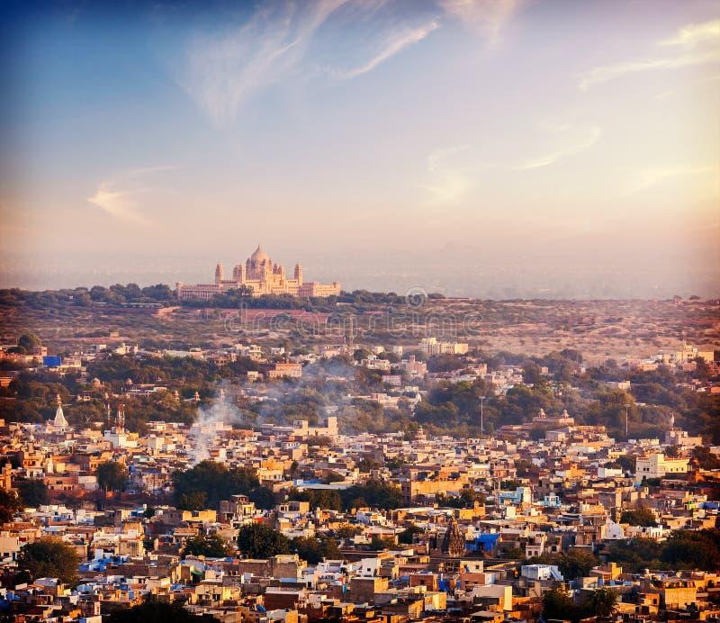 Flyg- sikt av Jodhpur - blå stad. Rajasthan fotografering för bildbyråer
