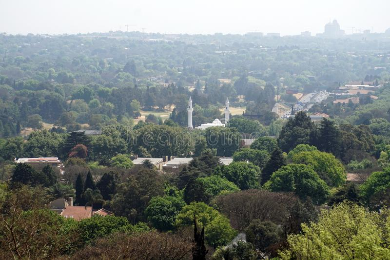 Flyg- sikt av Johannesburg med en moské royaltyfri foto