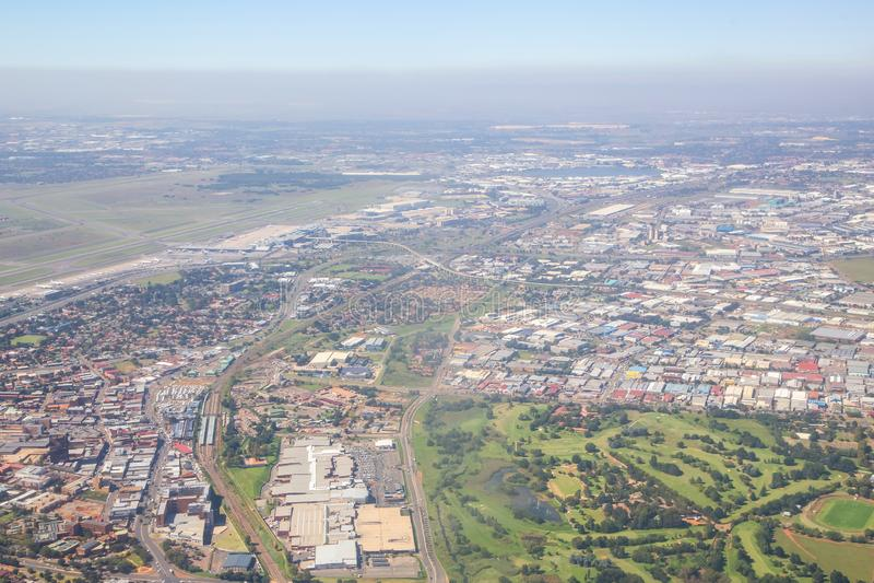 Flyg- sikt av Johannesburg smog arkivfoton