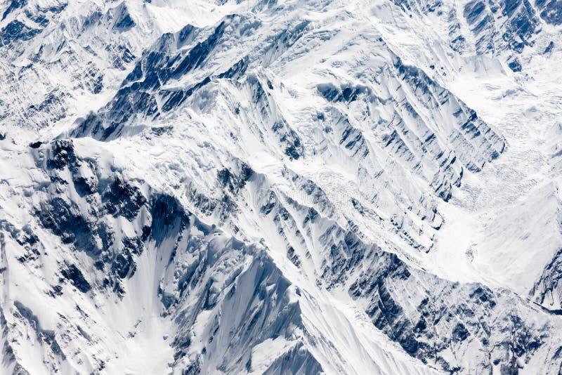 Flyg- sikt av Karakoram eller Karakorum berg royaltyfri foto