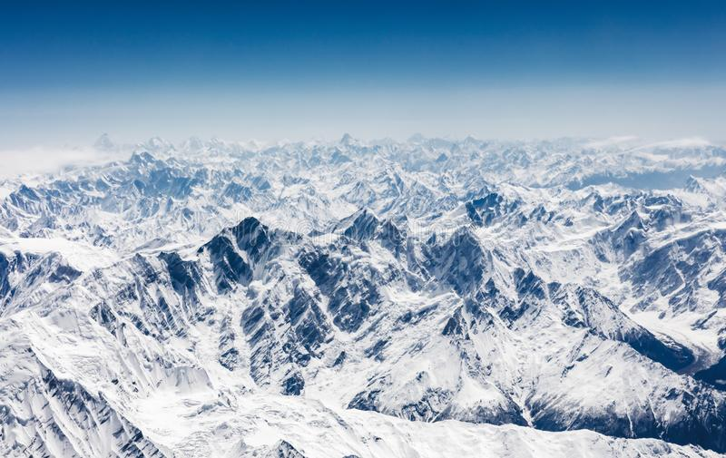 Flyg- sikt av Karakoram eller Karakorum berg fotografering för bildbyråer