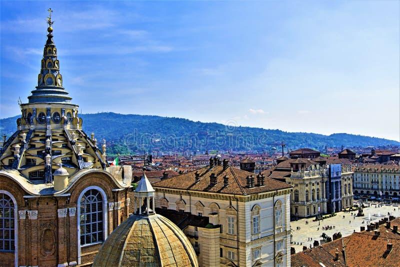 Flyg- sikt av kupolen Del Duomo, Cappella Della Sindone och piazza Castello, Turin, Liguria, Italien arkivfoton