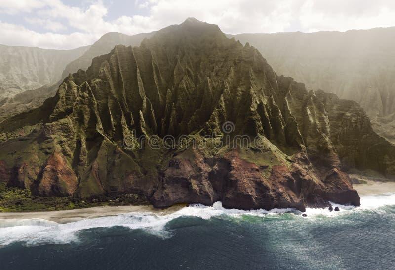 Flyg- sikt av kusten för Na Pali på den Kauai ön, Hawaii arkivfoto