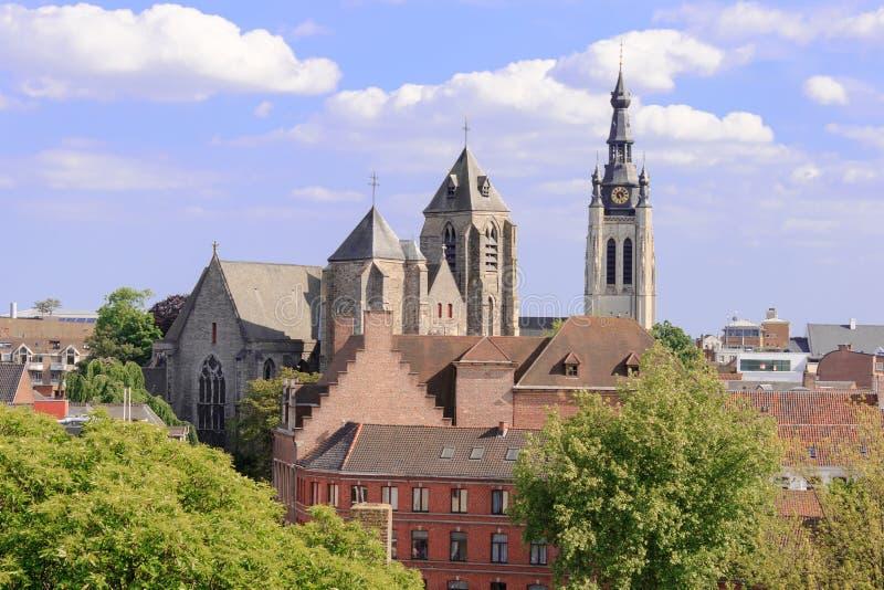 Flyg- sikt av kyrkan staden av Kortrijk i Flanders, Belgien royaltyfria foton