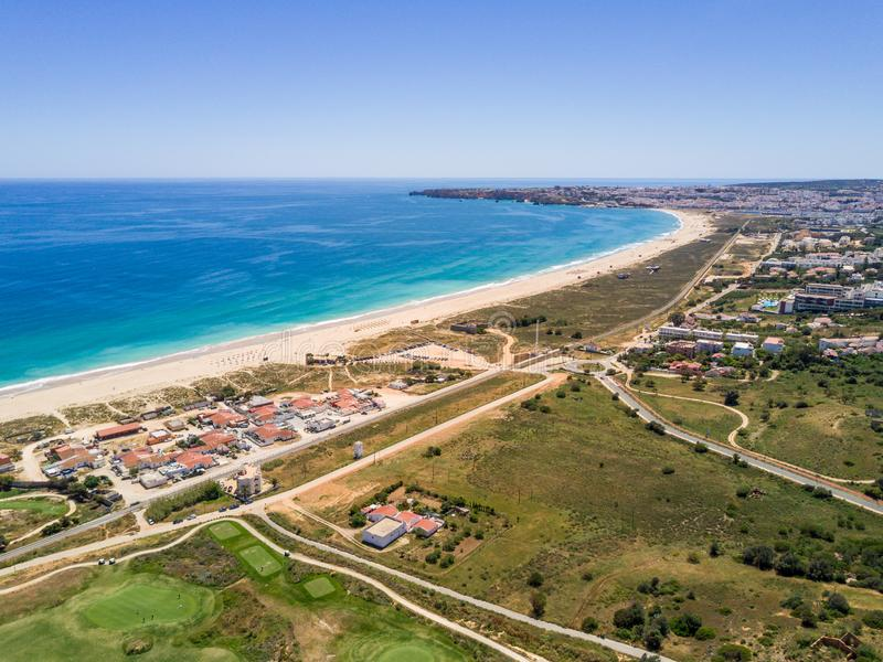 Flyg- sikt av Lagos, Algarve, Portugal royaltyfri foto