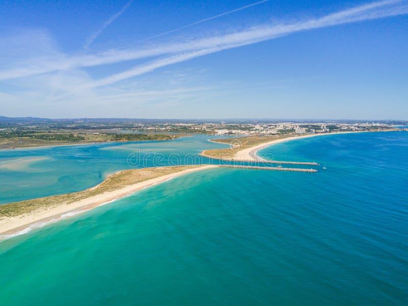 Flyg- sikt av Lagos och Alvor, Algarve, Portugal arkivfoto