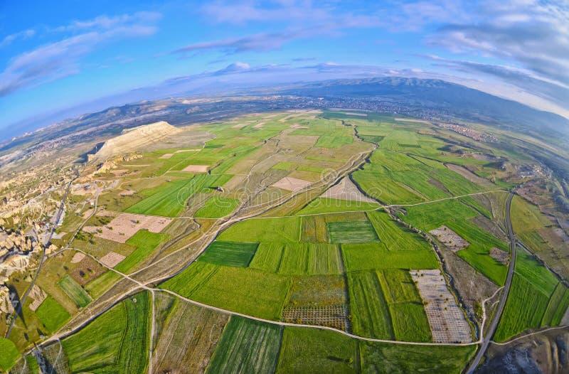 Flyg- sikt av landskapfält och det naturliga landskapet royaltyfri foto