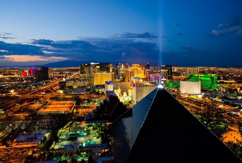 Flyg- sikt av Las Vegas på natten. arkivfoto