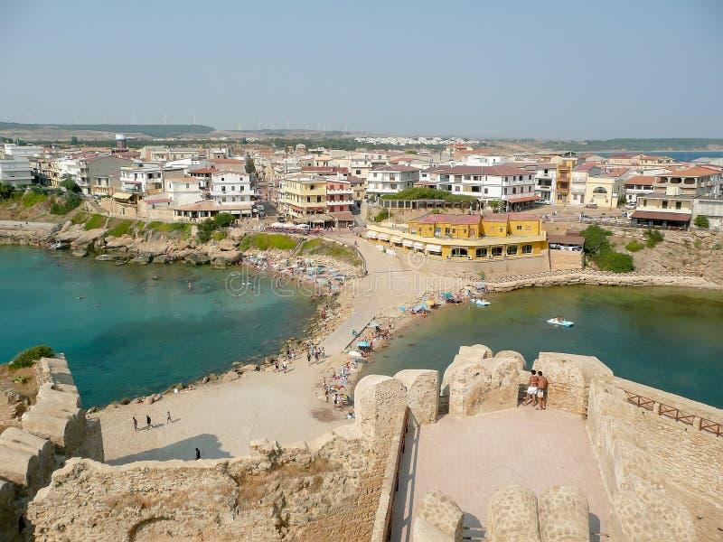 Flyg- sikt av Le Castella Stad i Calabria royaltyfri foto