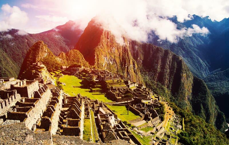 Flyg- sikt av Machuen Picchu som var delen av Inca Empire arkivbilder