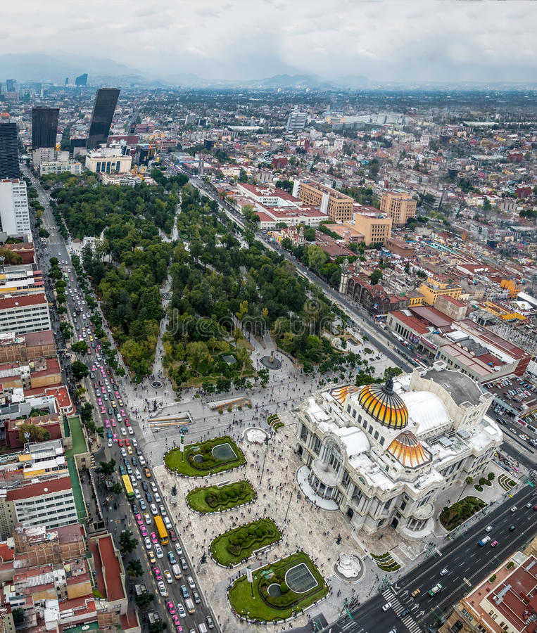 Flyg- sikt av Mexico - stad och slotten av konster Palacio de Bellas Artes - Mexico - stad, Mexico royaltyfria bilder