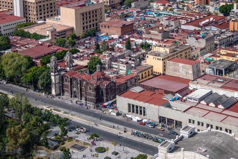 Flyg- sikt av Mexico - staden och Parroquia de la Santa Veracruz Santa Veracruz Church - Mexico - stad, Mexico arkivbild