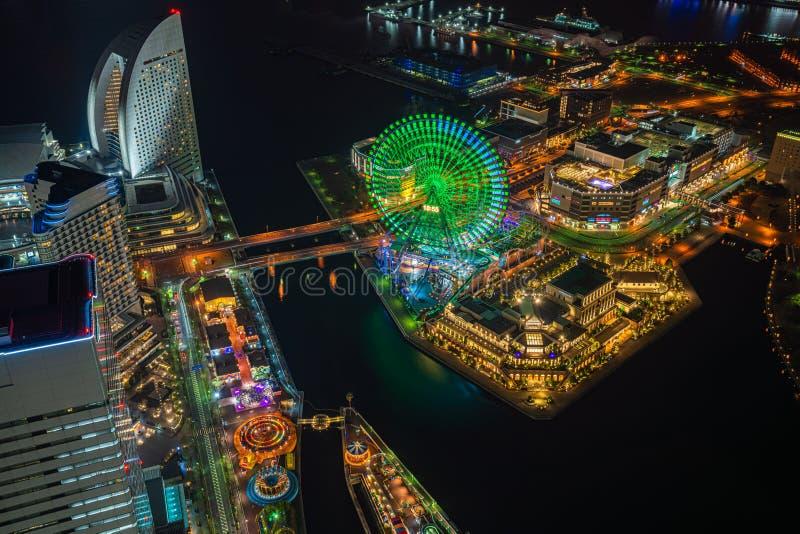 Flyg- sikt av Minato Mirai 21 område på natten in i Yokohama, Japan royaltyfri foto