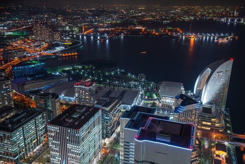 Flyg- sikt av Minato Mirai 21 omr?de p? natten in i Yokohama, Japan royaltyfri foto
