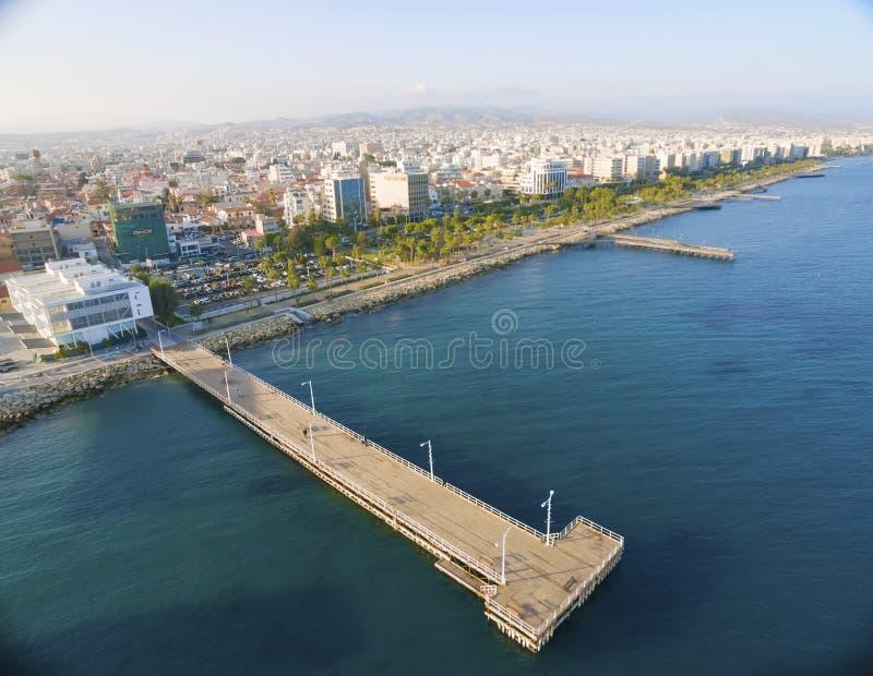 Flyg- sikt av Molos, Limassol, Cypern arkivbild