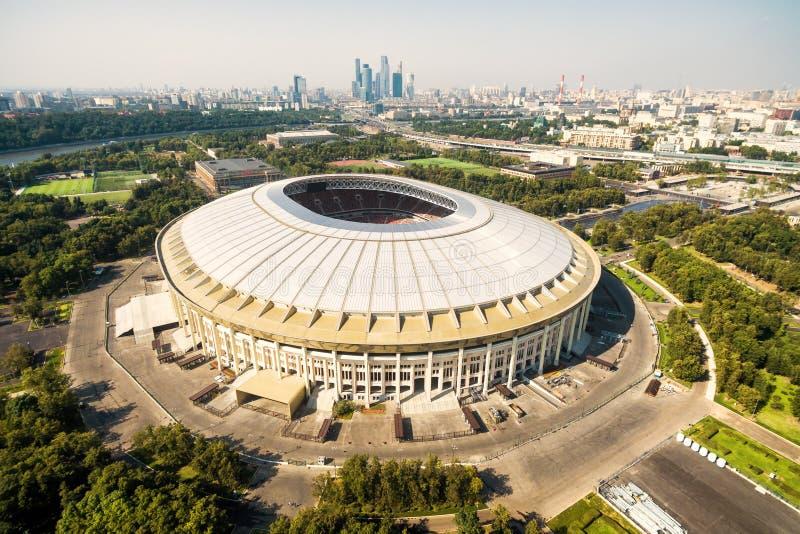 Flyg- sikt av Moskva med den Luzhniki stadion arkivbild