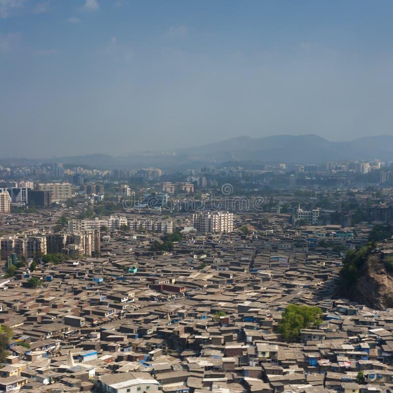 Flyg- sikt av Mumbai slumkvarter fotografering för bildbyråer