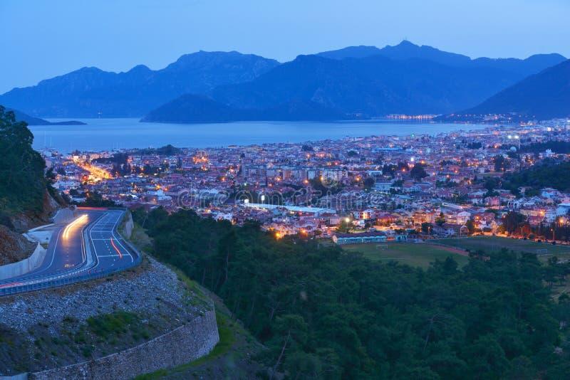 Flyg- sikt av natten Marmaris, Turkiet royaltyfri bild