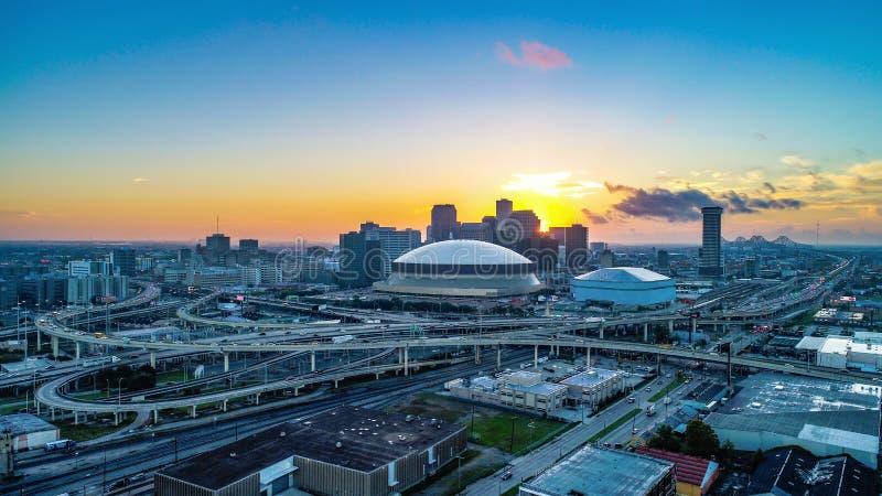 Flyg- sikt av New Orleans, Louisiana, USA horisont på soluppgång arkivfoton