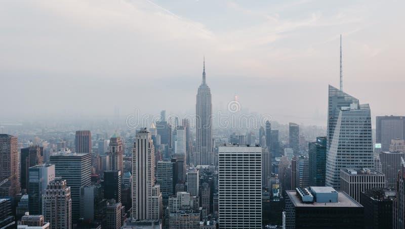 Flyg- sikt av New York horisont och dragningar, USA royaltyfri foto