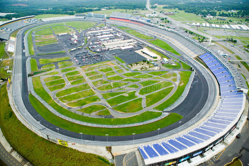 Flyg- sikt av norr Carolina Speedway i Charlotte, NC arkivbild