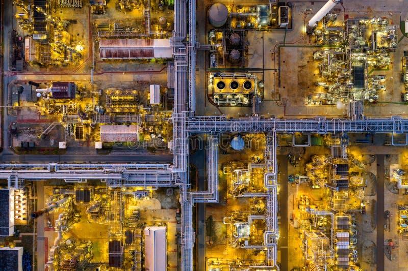 Flyg- sikt av oljeraffinaderiet royaltyfri fotografi