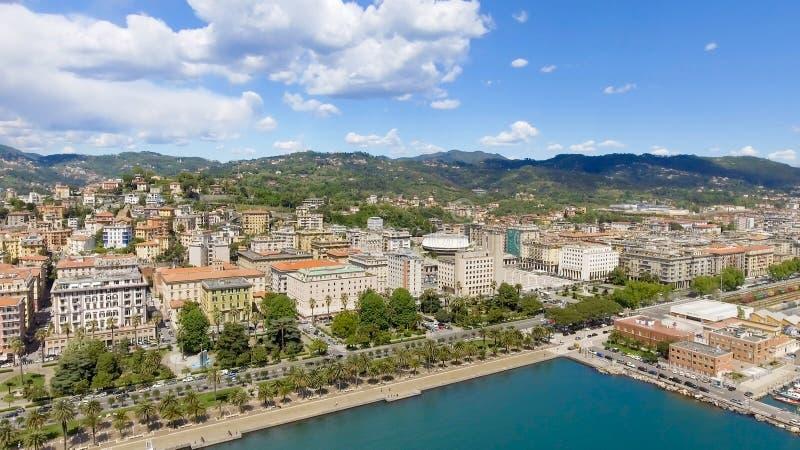 Flyg- sikt av område för LaSpezia port arkivbild