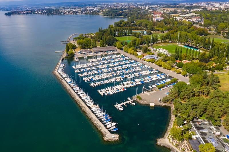 Flyg- sikt av Ouchy strand i Lausanne Schweiz arkivfoton