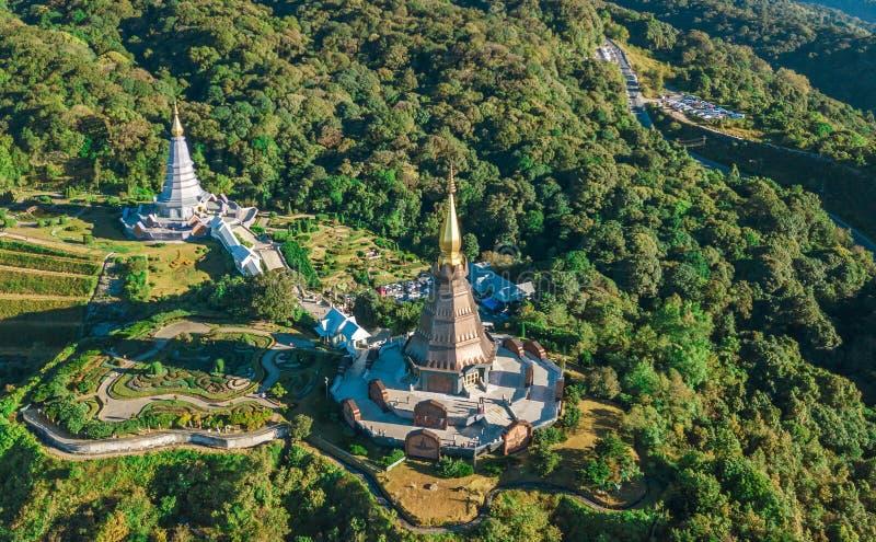 Flyg- sikt av pagod två på överkanten av det Inthanon berget i doi royaltyfri foto
