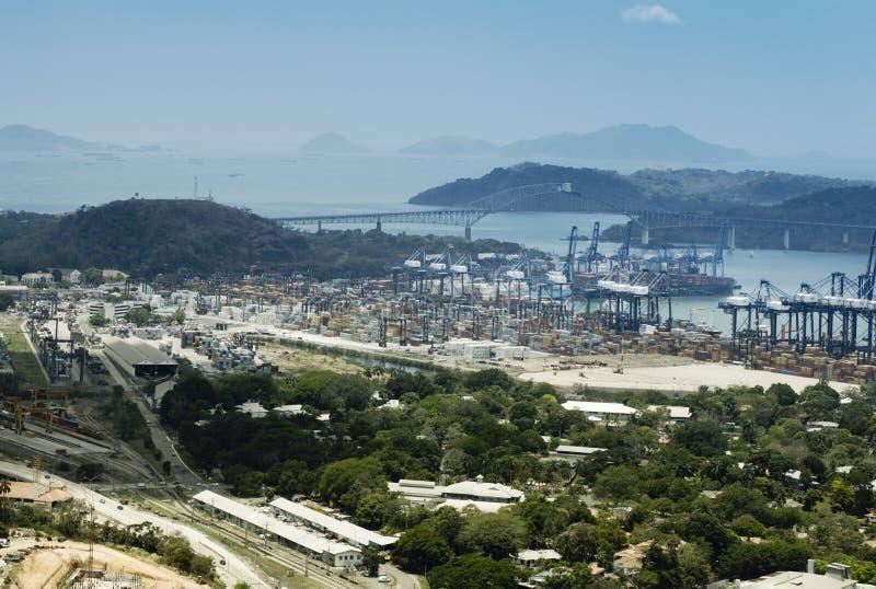 Flyg- sikt av Panama industriell port på den atlantiska sidan royaltyfri fotografi
