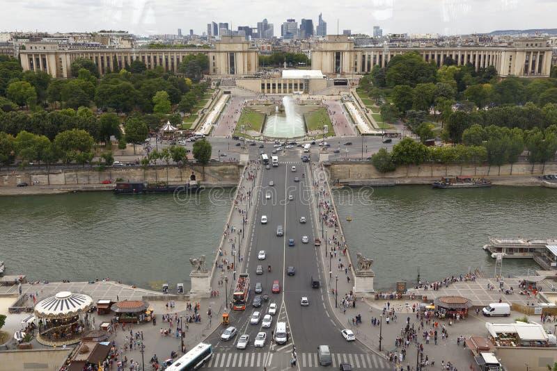 Flyg- sikt av Paris horisont och floden Seine från Eiffeltorn, Paris Frankrike - skott Augusti 5, 2015 arkivbild