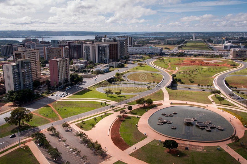 Flyg- sikt av piloten Plan av den Brasilia staden arkivfoton