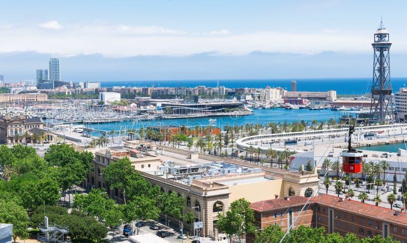 Flyg- sikt av port och den gamla bergbanan till Montjuic i Barcelona arkivfoto