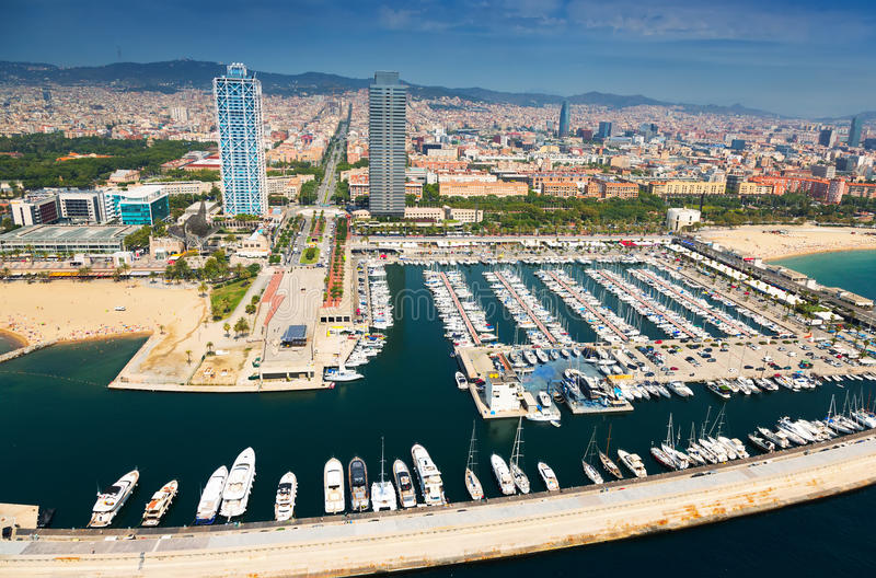 Flyg- sikt av port Olimpic Barcelona arkivfoto