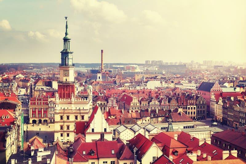 Flyg- sikt av Poznan den gamla staden, Polen arkivbilder