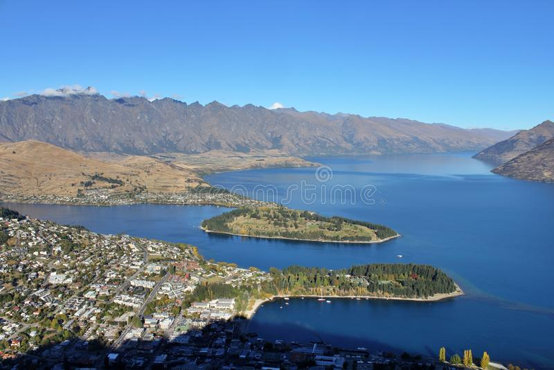 Flyg- sikt av Queenstown, Nya Zeeland arkivfoto