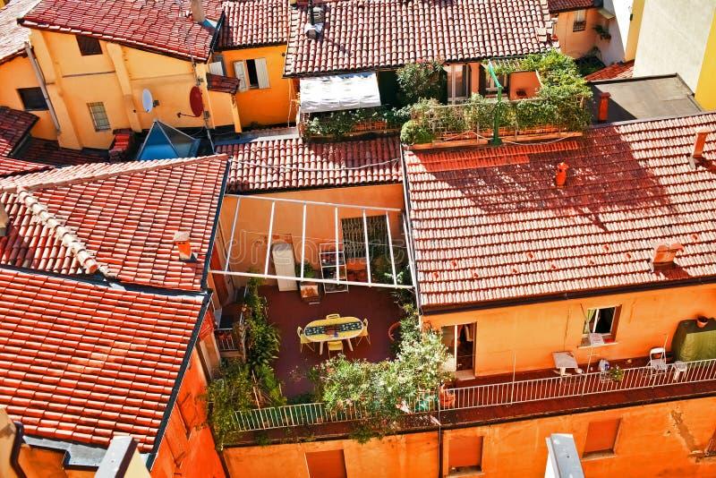 Flyg- sikt av röda tak i bolognaen arkivbild