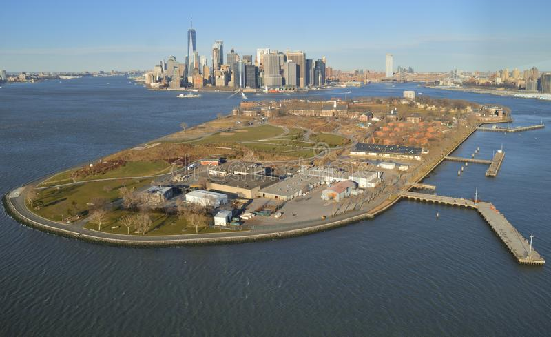 Flyg- sikt av regulatorer ö och Manhattan royaltyfri foto