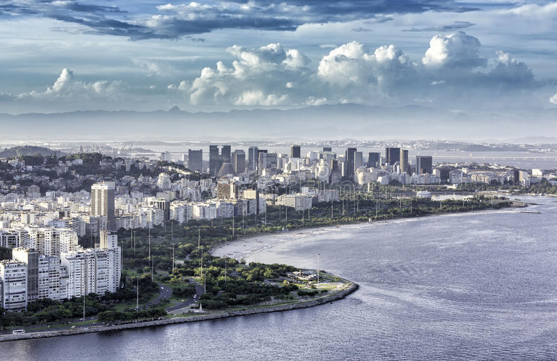 Flyg- sikt av Rio de Janeiro Downtown med dramatiska moln royaltyfria bilder