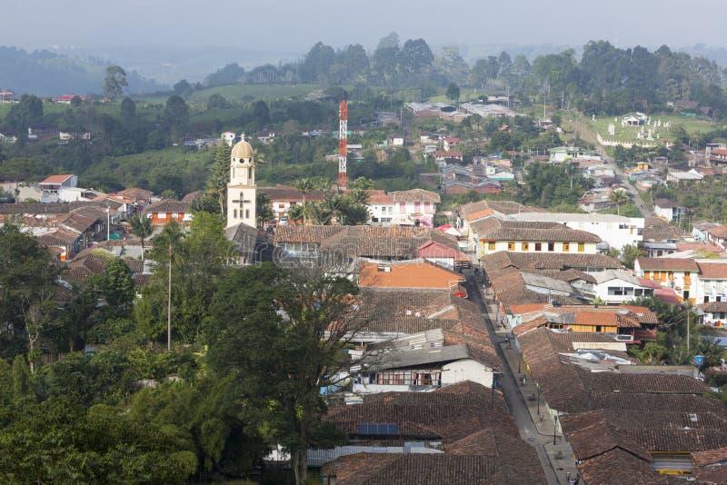 Flyg- sikt av Salento inom kaffezonen i Colombia royaltyfria foton