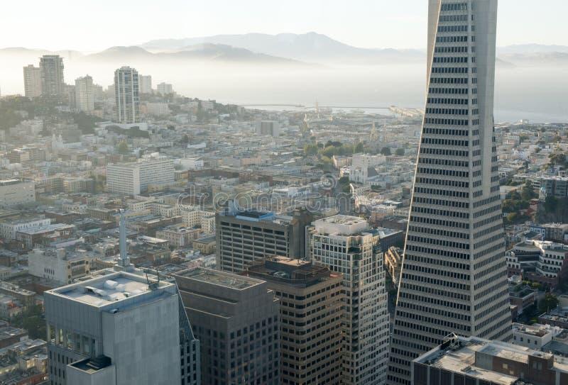 Flyg- sikt av San Francisco Downtown och San Francisco Bay royaltyfri fotografi