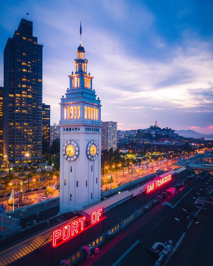 Flyg- sikt av San Francisco på natten royaltyfri fotografi